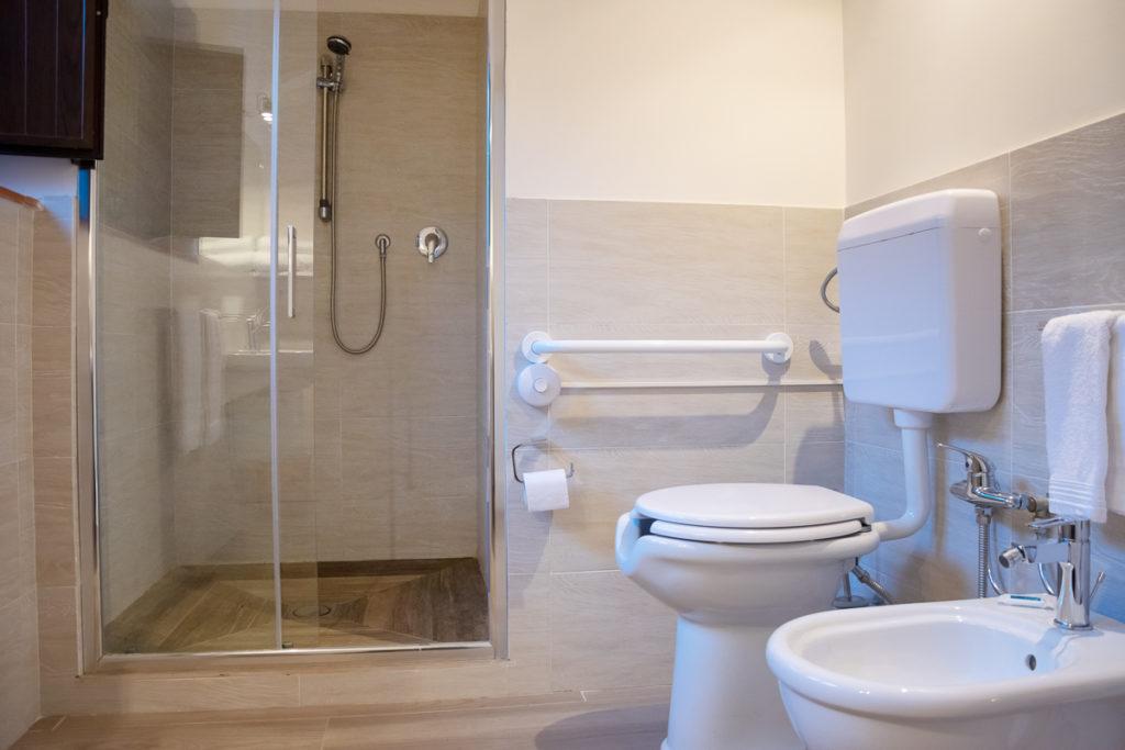 bagno con doccia doppia/tripla frantoio